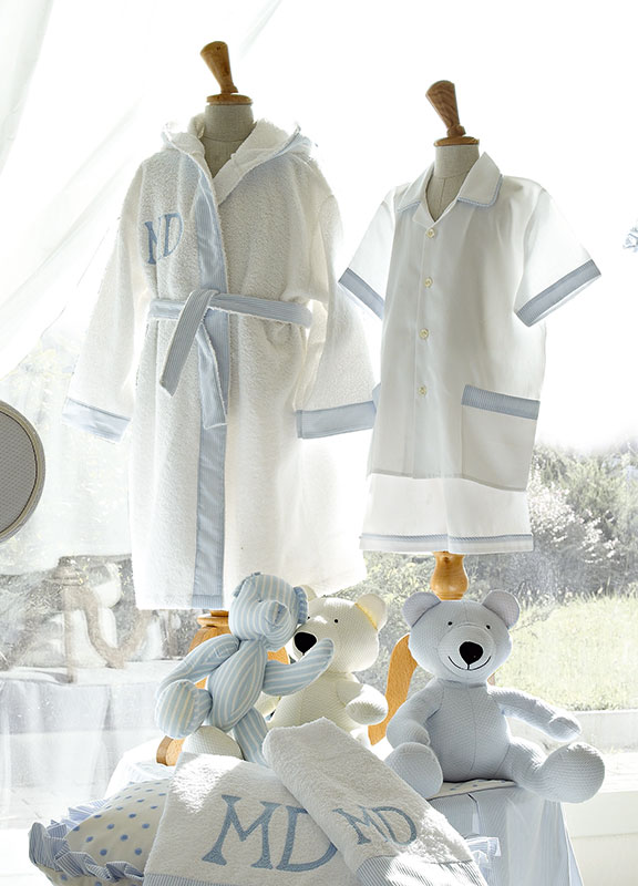 <strong>LC02-RIC02</strong> bathrobe with coordinated smooth border, with embroidery in modern style<br>