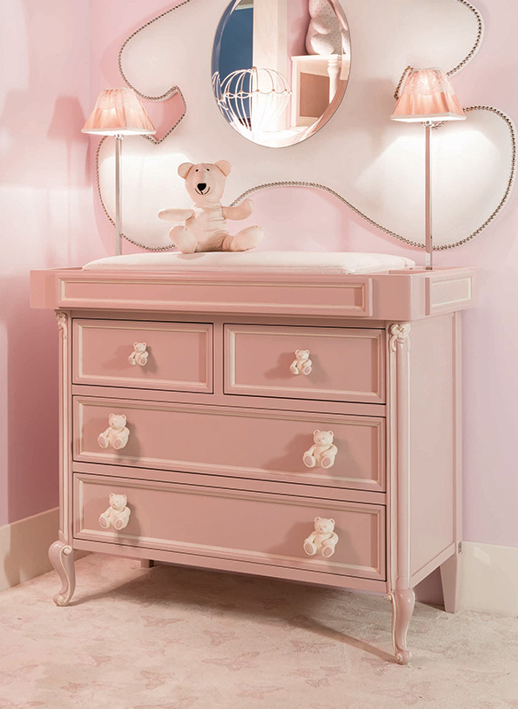 <strong>0790D</strong> 4-drawer dresser with decoration with SP04 large bear handle, 