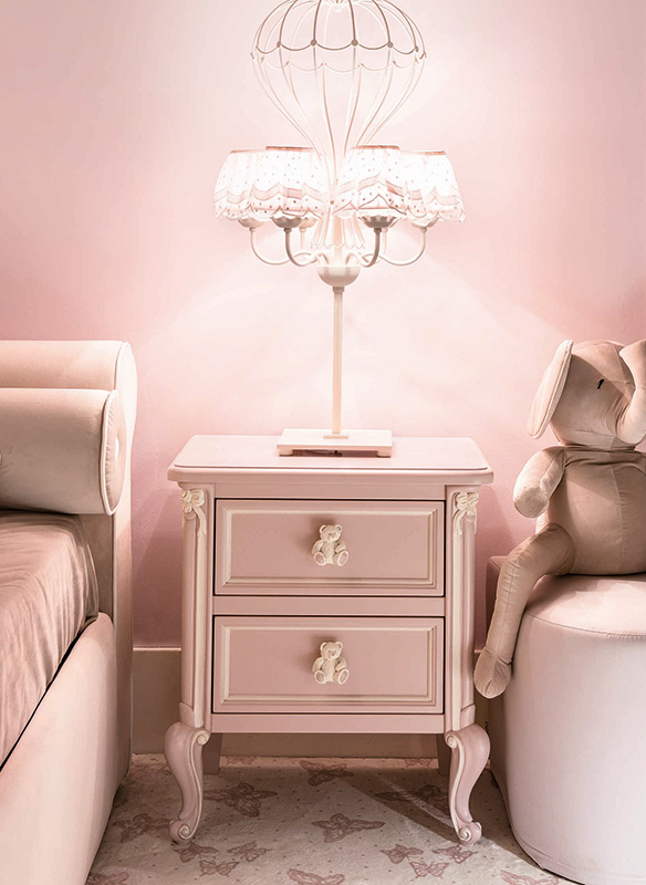 <strong>0791D</strong> 2-drawer nightstand with decoration 