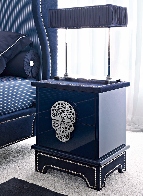 <strong>1571</strong> 2-drawer nightstand with small stainless steel skull split 