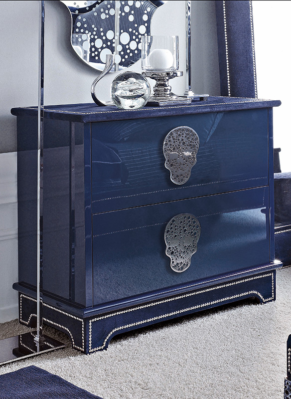 <strong>1570</strong> 2-drawer dresser with large stainless steel skull handle MR11