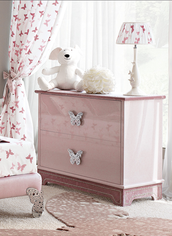<strong>1570</strong> 2-drawer dresser with large stainless steel Butterfly 
