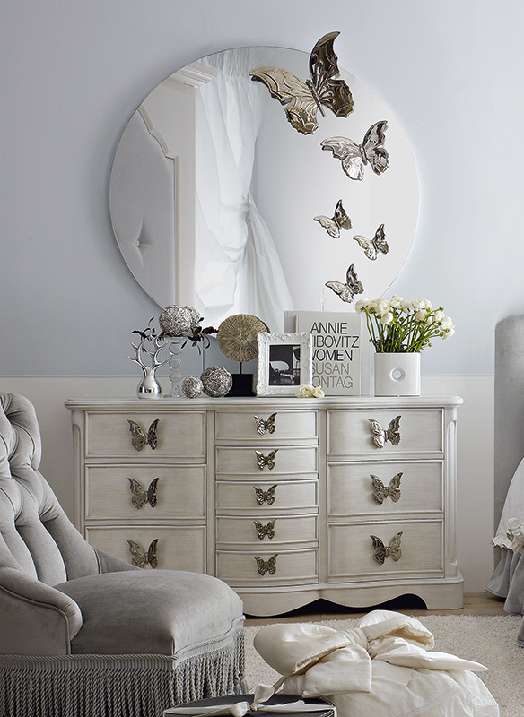 <strong>0336</strong> dresser with large and small butterfly handle