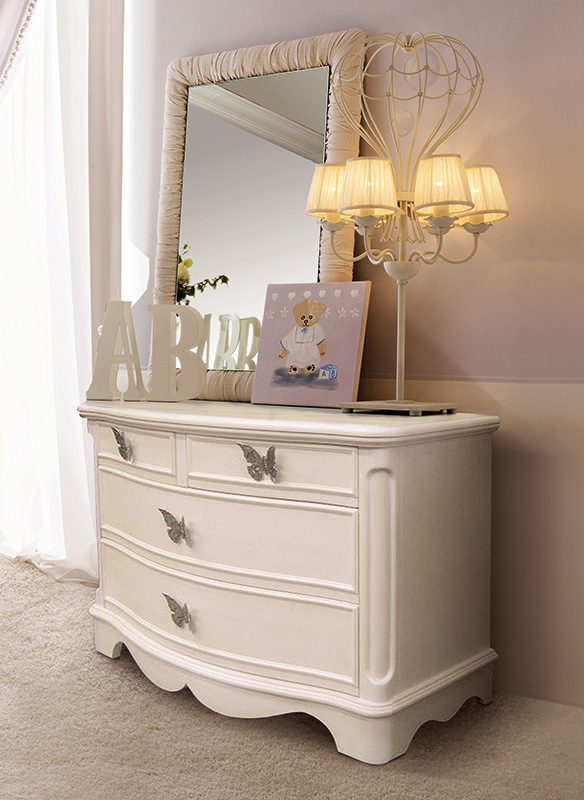 <strong>0439</strong> 4-drawer little dresser with large butterfly handle
