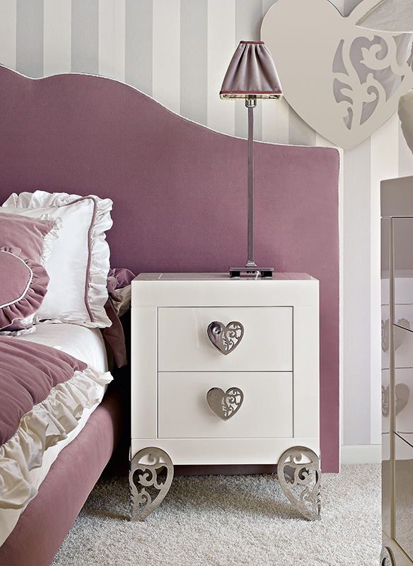 <strong>1631</strong> 2-drawer nightstand with small heart handle MR10