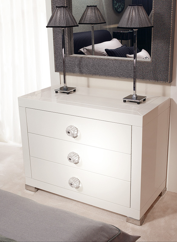 <strong>1630</strong> 3-drawer dresser with PS03 large clear ball knob