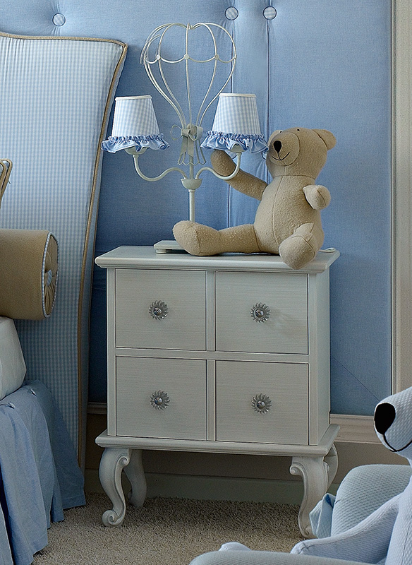<strong>1521</strong> nightstand with small clear glass knob PS04