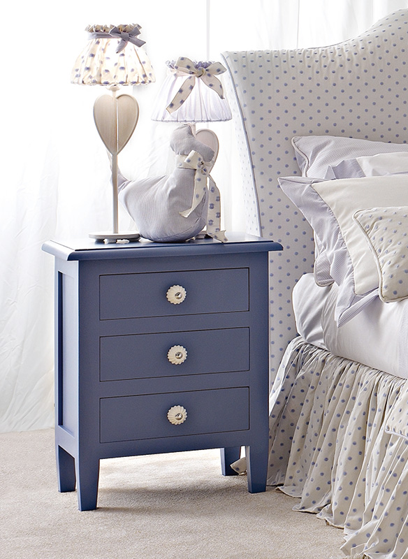 <strong>0112</strong> nightstand with small resin knob PS06