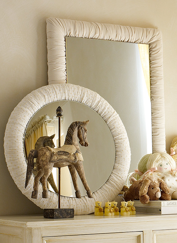 <strong>4010</strong> ruffled round mirror