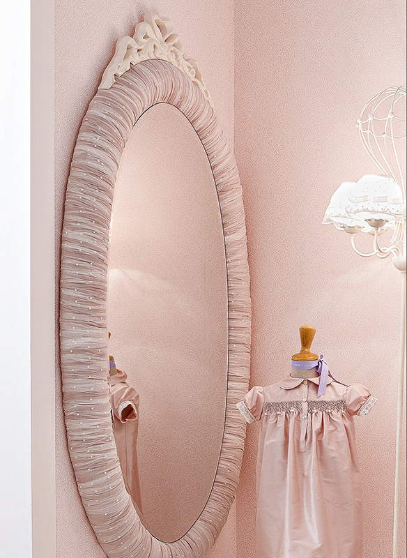 <strong>4034</strong> ruffled padded oval mirror frame with bow L. 95 x P. 8 x H. 170 cm