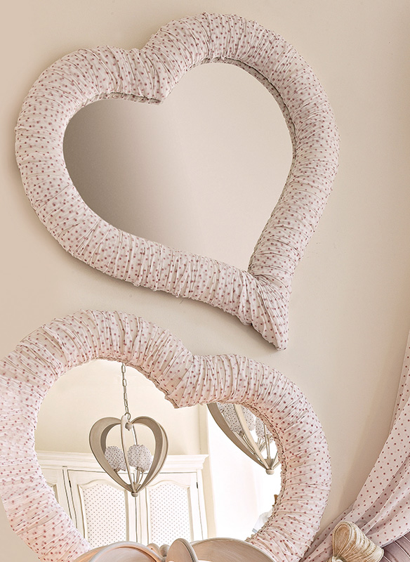 <strong>CZ4RI</strong> ruffled heart mirror