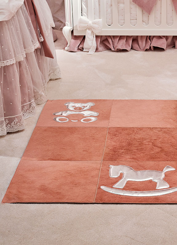 <strong>DV01</strong> cavallino leather baby rug, metallic inserts	