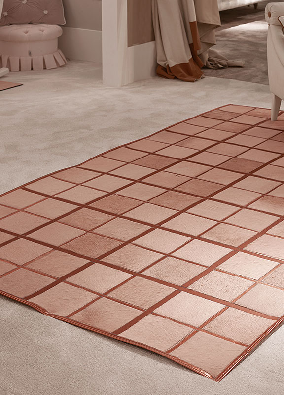 <strong>DV04</strong> cavallino leather checkered rug, leather inserts