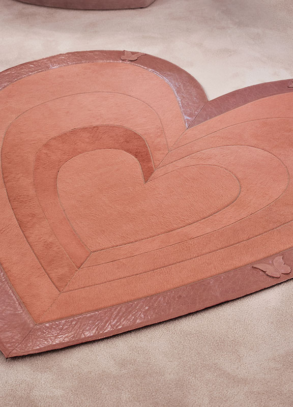 <strong>DV02</strong> cavallino leather heart rug, leather inserts